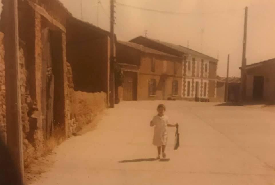 Cristina García Casado, de niña, en San Cebrián de Castro